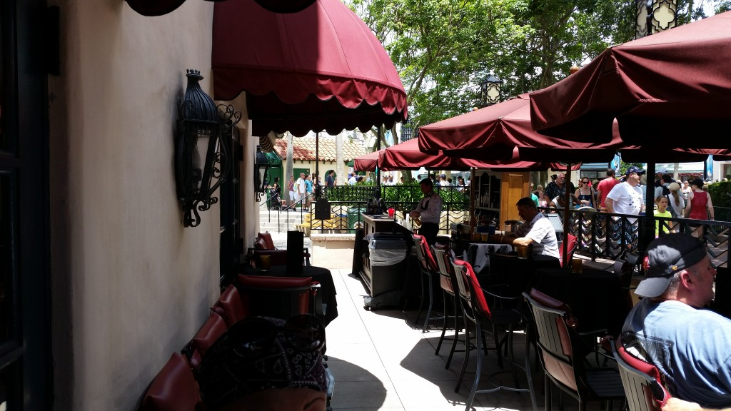 The exterior patio seating area at the Hollywood Derby Lounge.